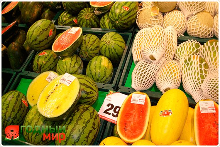 арбуз на рынке
