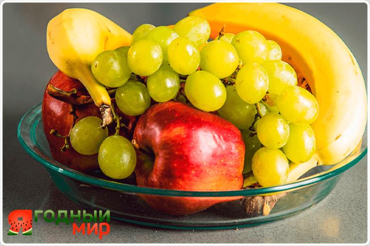тарелка фруктов